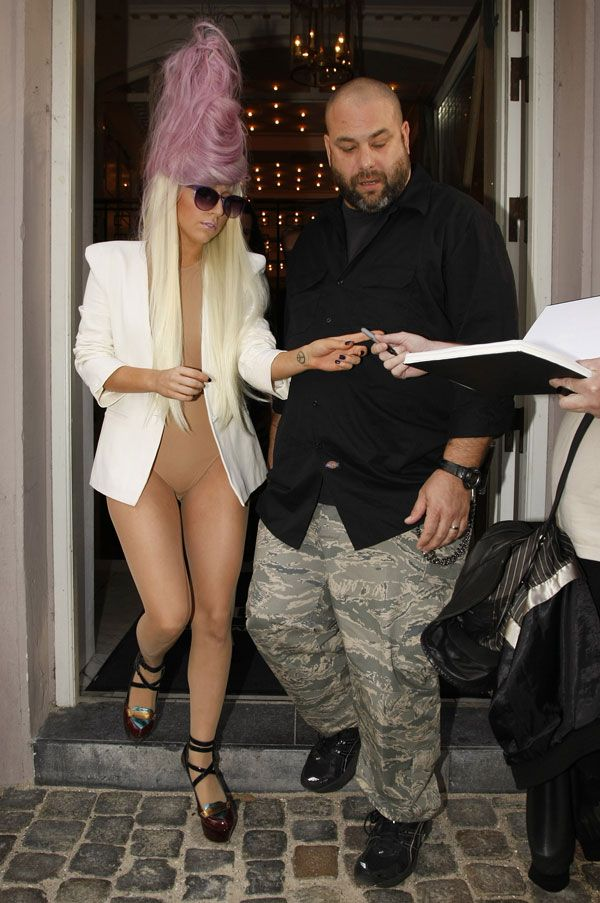 Lady Gaga's outfits are eccentric as always (7 pics)