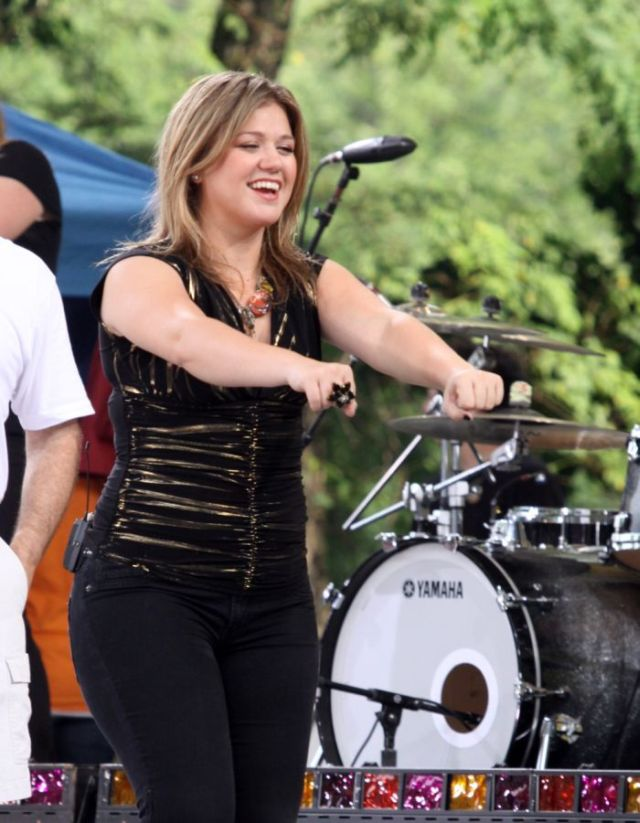 Kelly Clarkson got fat  (11 pics)
