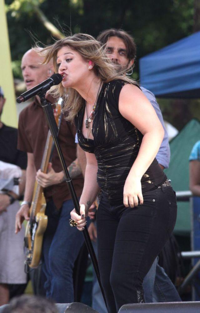 Kelly Clarkson got fat  (11 pics)