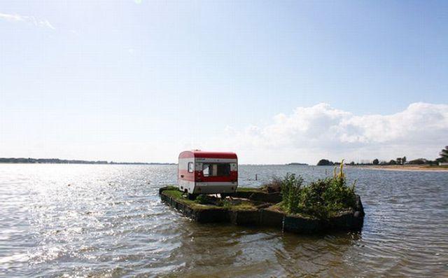 Little camping island (6 pics)