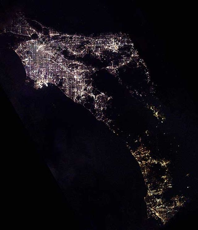 Cities at night seen from space! (21 pics)