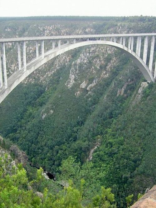 The highest places for bungee jumping (10 pics)