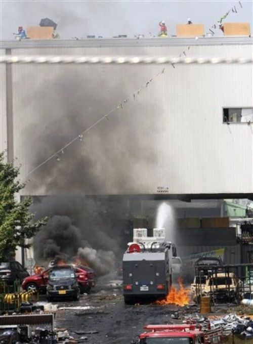 The assault on the SsangYong Motors plant (27 pics)