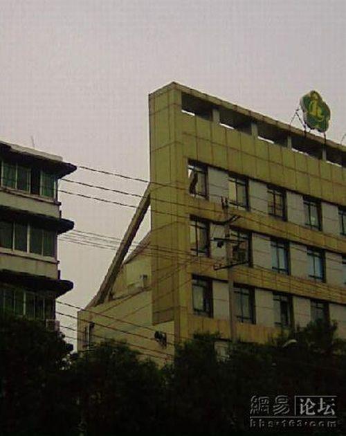 Weird building (5 pics)
