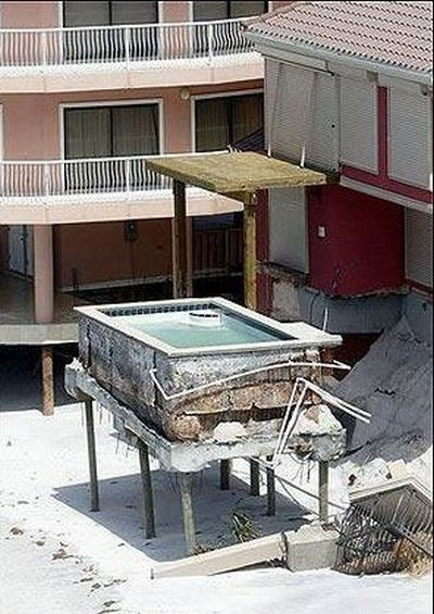 The most unusual swimming pools (19 pics)