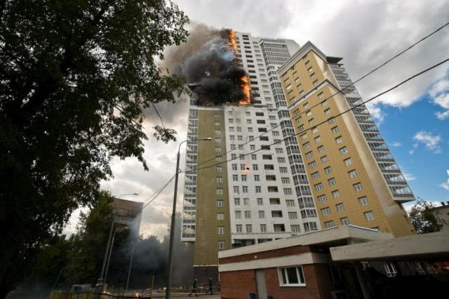 Fire in a freshly constructed apartment building (24 pics)