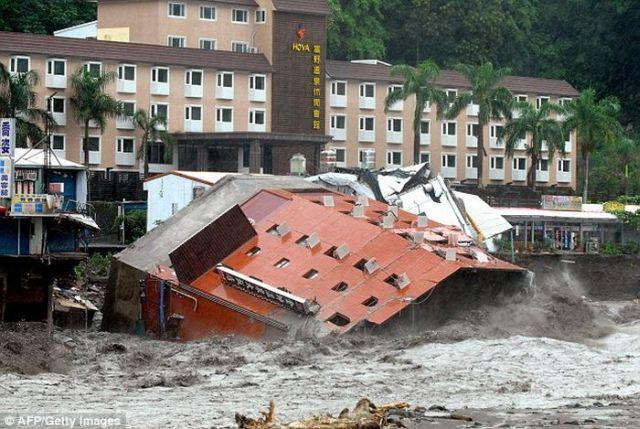 The hotel didn't withstand the typhoon Morakot (7 pics)