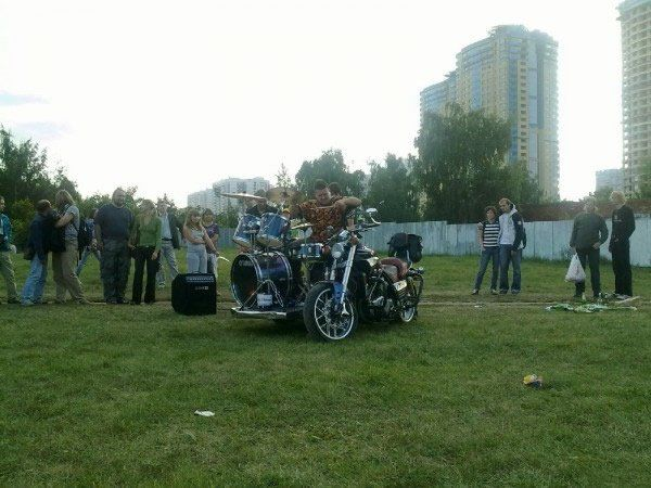 Bike + drums = Bike drums !!? (9 pics)