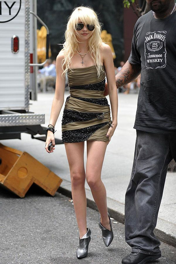 Cute Gossip Girl Taylor Momsen in short outfits (14 pics)