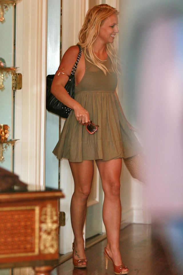 Britney Spears is the center of attention everywhere she goes (9 pics)