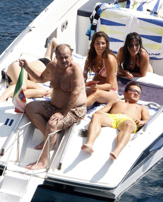 Jack Nicholson having fun out in the sea (12 pics)