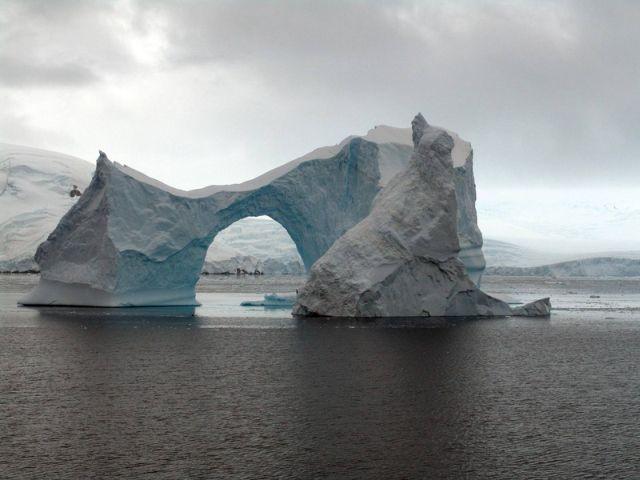 Icebergs (50 pics)
