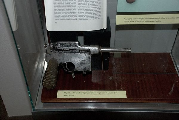Collection of weapons at a police museum in Prague (10 pics)