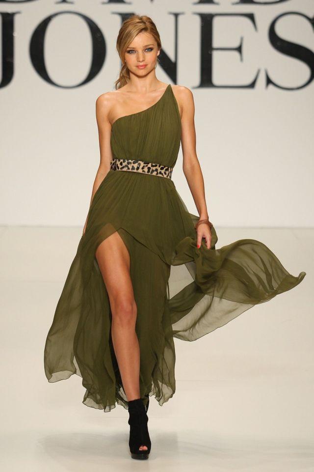 Miranda Kerr at a fashion show in Melbourne (19 pics)
