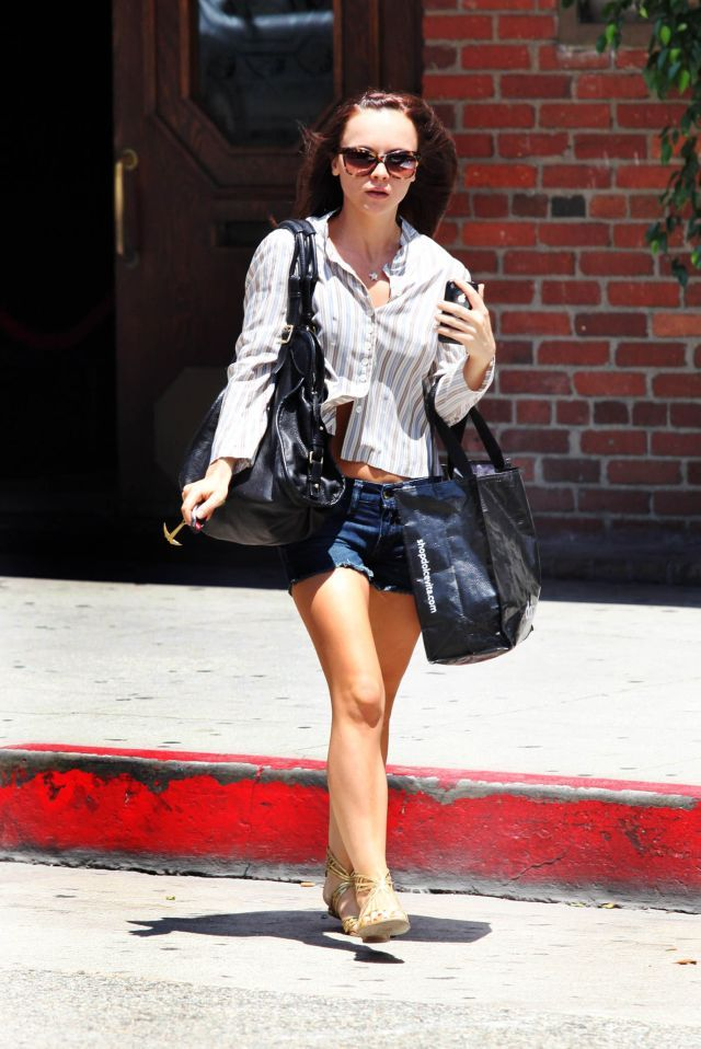 Christina Ricci in short denim shorts (9 pics)