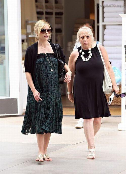 Sarah Michelle Gellar is very pregnant ;) (13 pics)
