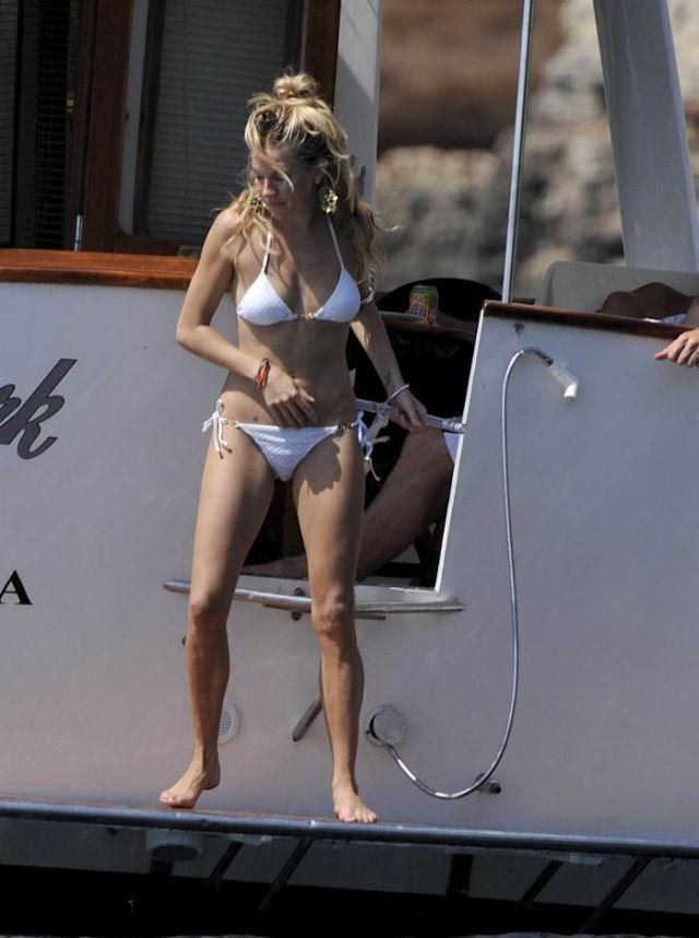 Sienna Miller in bikini (8 pics)