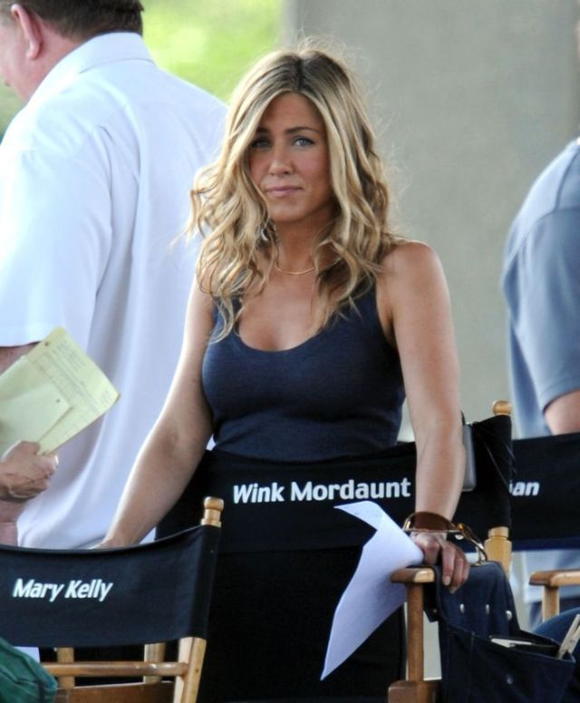 Jennifer Aniston on the set. As for me, she looks just great (8 pics)