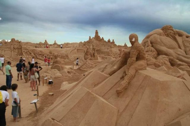 Beautiful sand sculptures (61 pics)