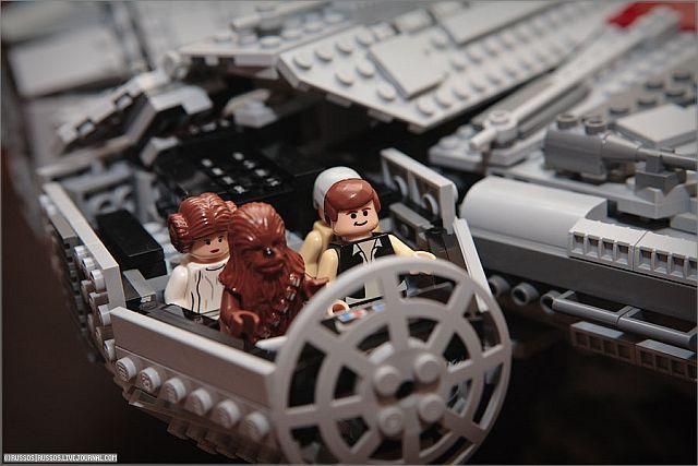 Lego Millennium Falcon (35 pics)