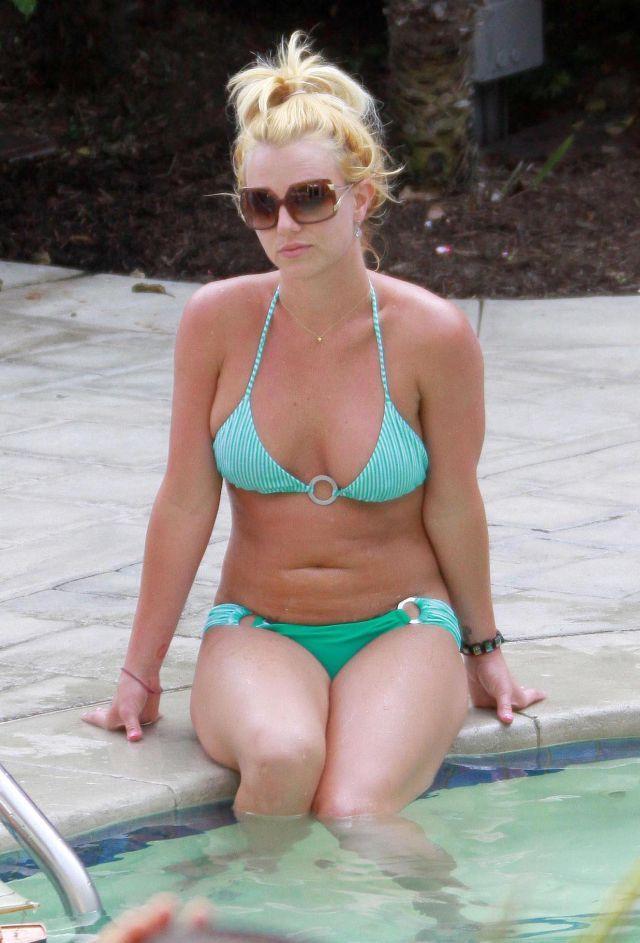 Britney Spears in bikini (8 pics)