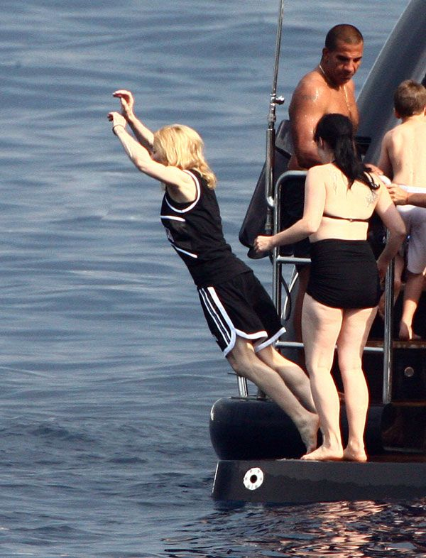 Madonna on vacation with the family (15 pics)