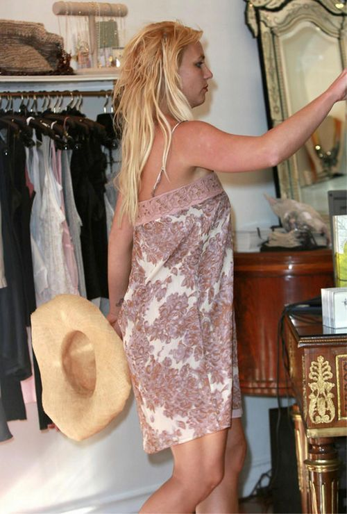 Britney Spears got too emotional during her shopping time (13 pics)