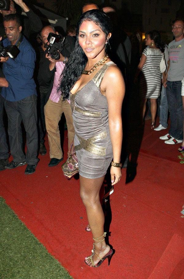 Lil Kim in a pretty dress (6 pics)