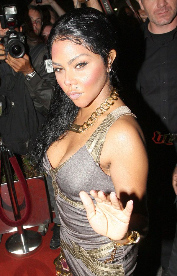 Lil Kim in a pretty dress (6 pics)