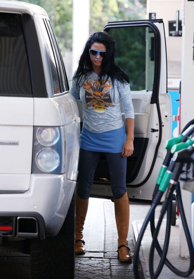 Katie Price at a gas station. It is not every day that we can see that  (8 pics)