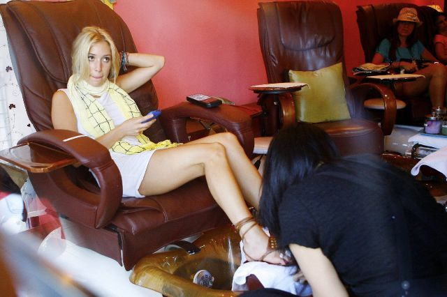 How Kristin Cavallari is making a pedicure (10 pics)