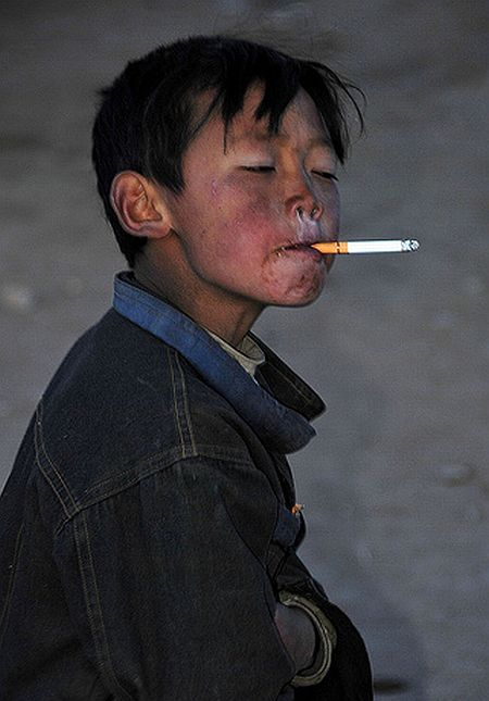 Children and cigarettes (45 pics)