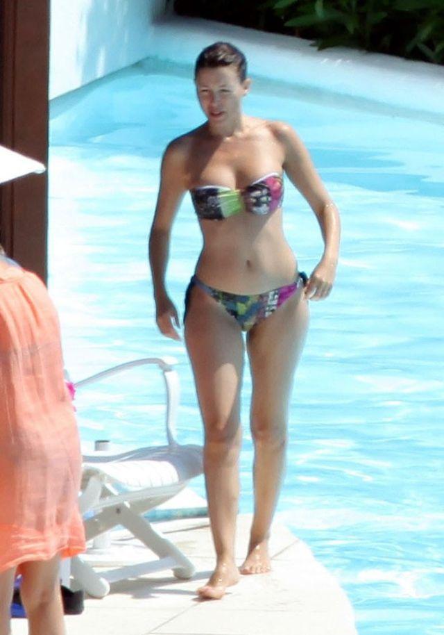 Dannii Minogue in bikini (6 pics)