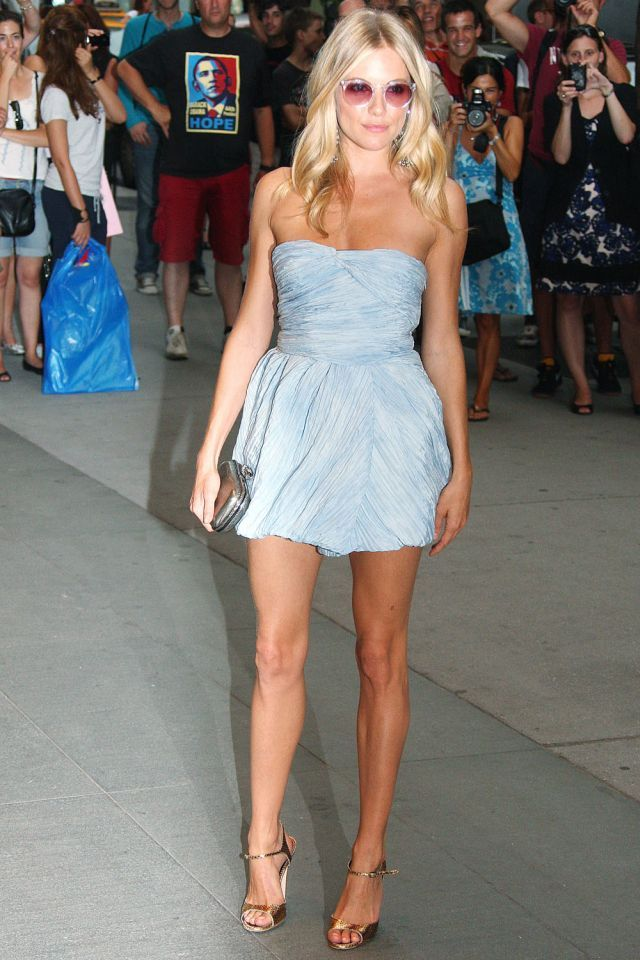 Sienna Miller and her beautiful legs (9 pics)