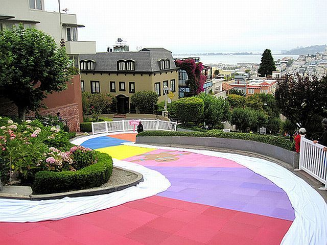 Giant Candyland on Lombard Street in San Francisco (26 pics)
