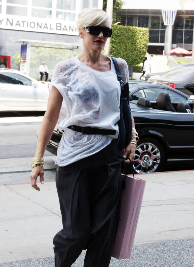 Gwen Stefani. Really weird outfit (9 pics)