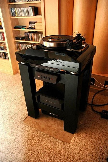 The room of an audiophile (8 pics)