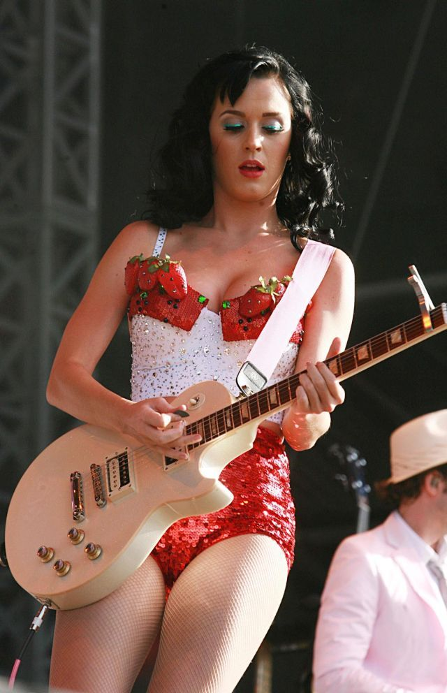 Katy Perry, a little weird and very hot. Well, the usual (12 pics)