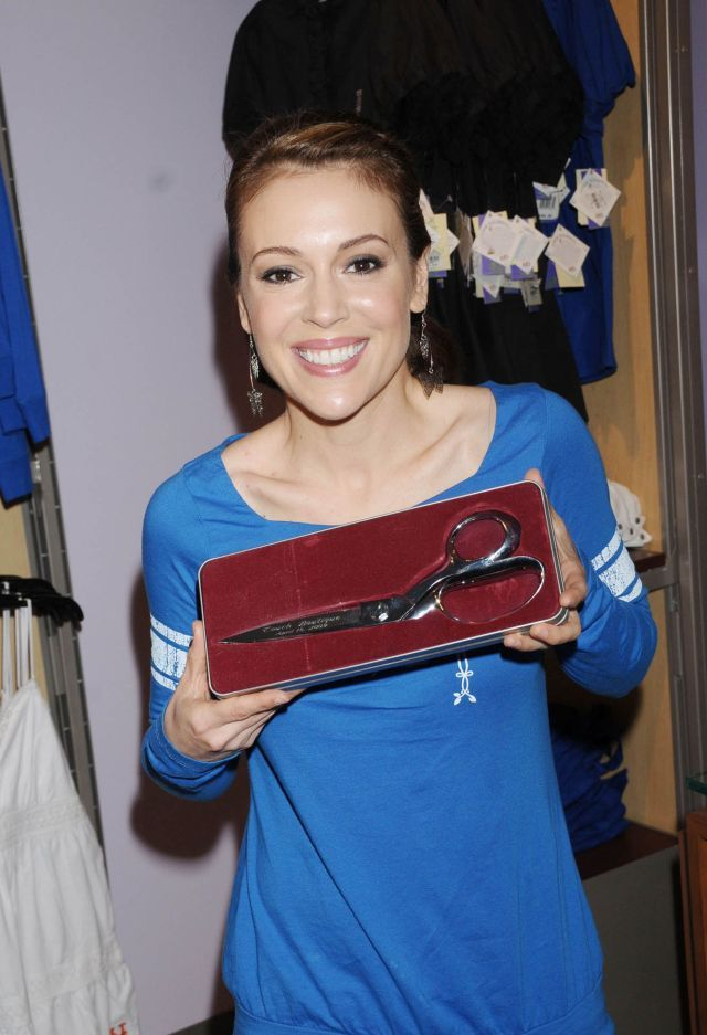 Alyssa Milano is incredibly sexy and beautiful. It seems the time has no power over her (9 pics)