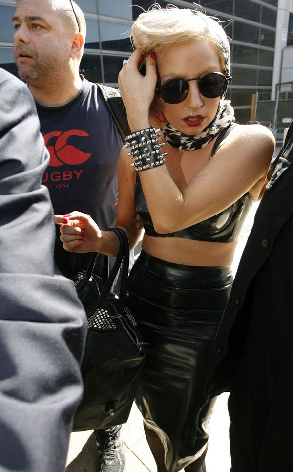 Lady Gaga playing dramatic (12 pics)
