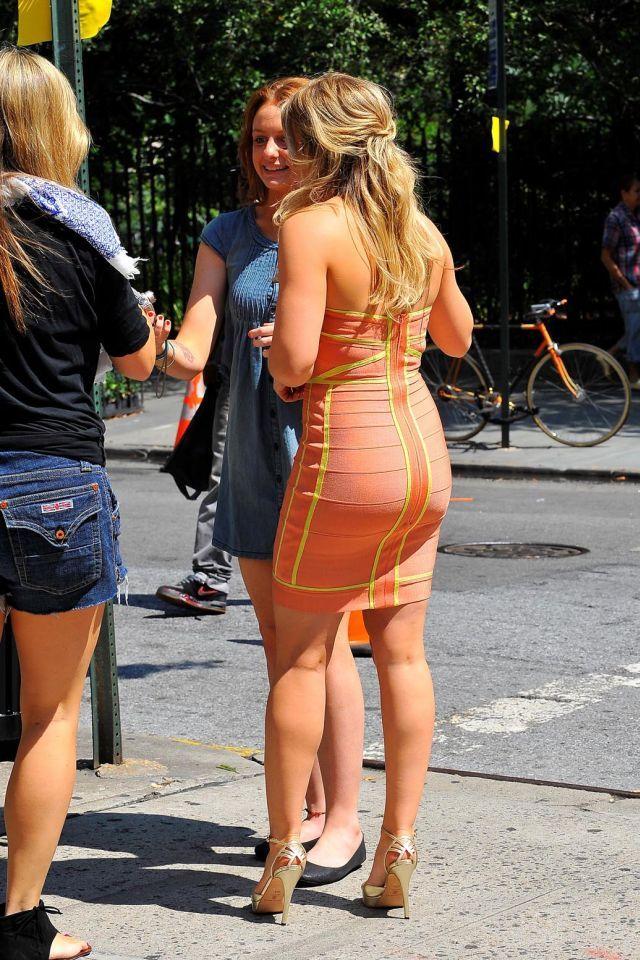 Hilary Duff in a very pretty dress (5 pics)