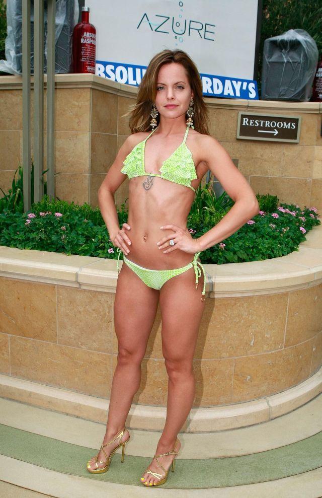 Mena Suvari in bikini (11 pics)
