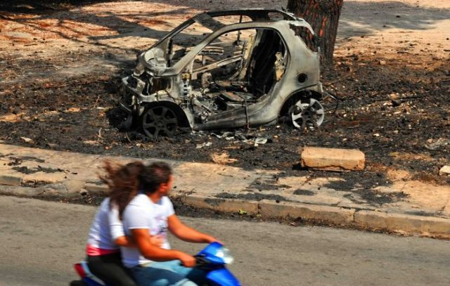 Cars burned in the fires in Greece (8 pics)