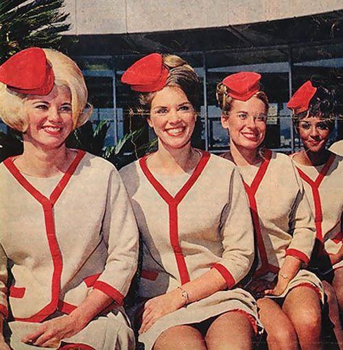 Flight attendants from the past (50 pics)