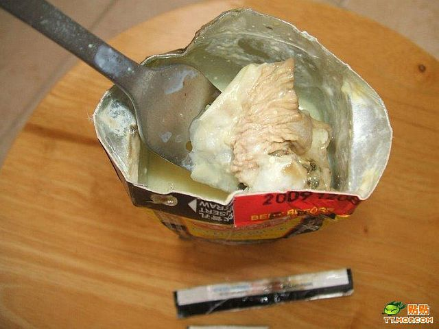 What can be found inside a coconut juice carton? (6 pics)