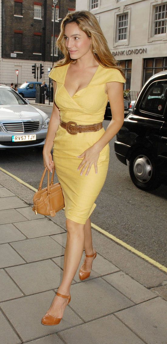 Kelly Brook – elegant, pretty and hot (6 pics)