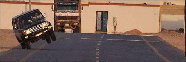 Extreme car stunts (14 pics)