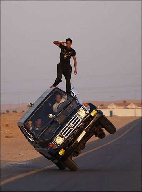 Extreme car stunts (14 pics)