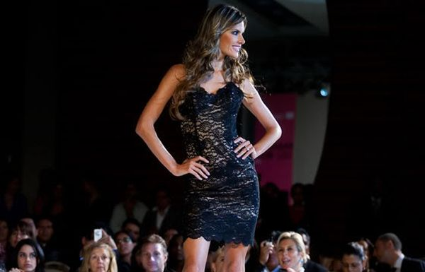 Alessandra Ambrosio at a fashion festival (8 pics)