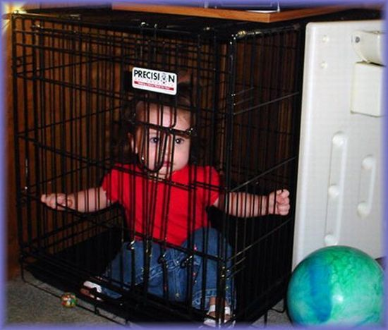 Children in cages (30 pics)
